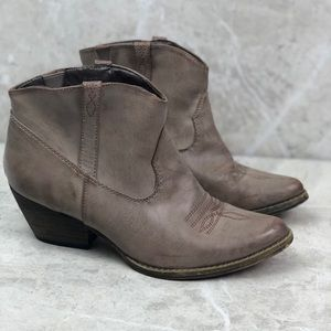 Very Volatile western ankle booties, 7.5